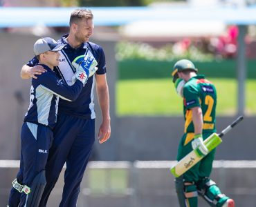 Victoria fall short after Wade century