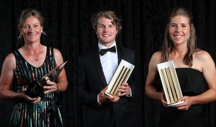 Six Victorians honoured at Australian Cricket Awards